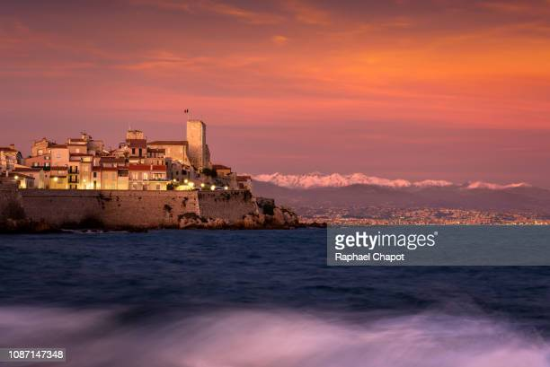 photograph of the old town of antibes and its fortifications during sunset, provence-alpes-côte-d'azur, france - antibes fotografías e imágenes de stock