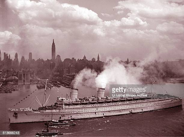 Photograph of the RMS Queen Mary arriving in New York Harbour with thousands of US Soldiers Dated 1945