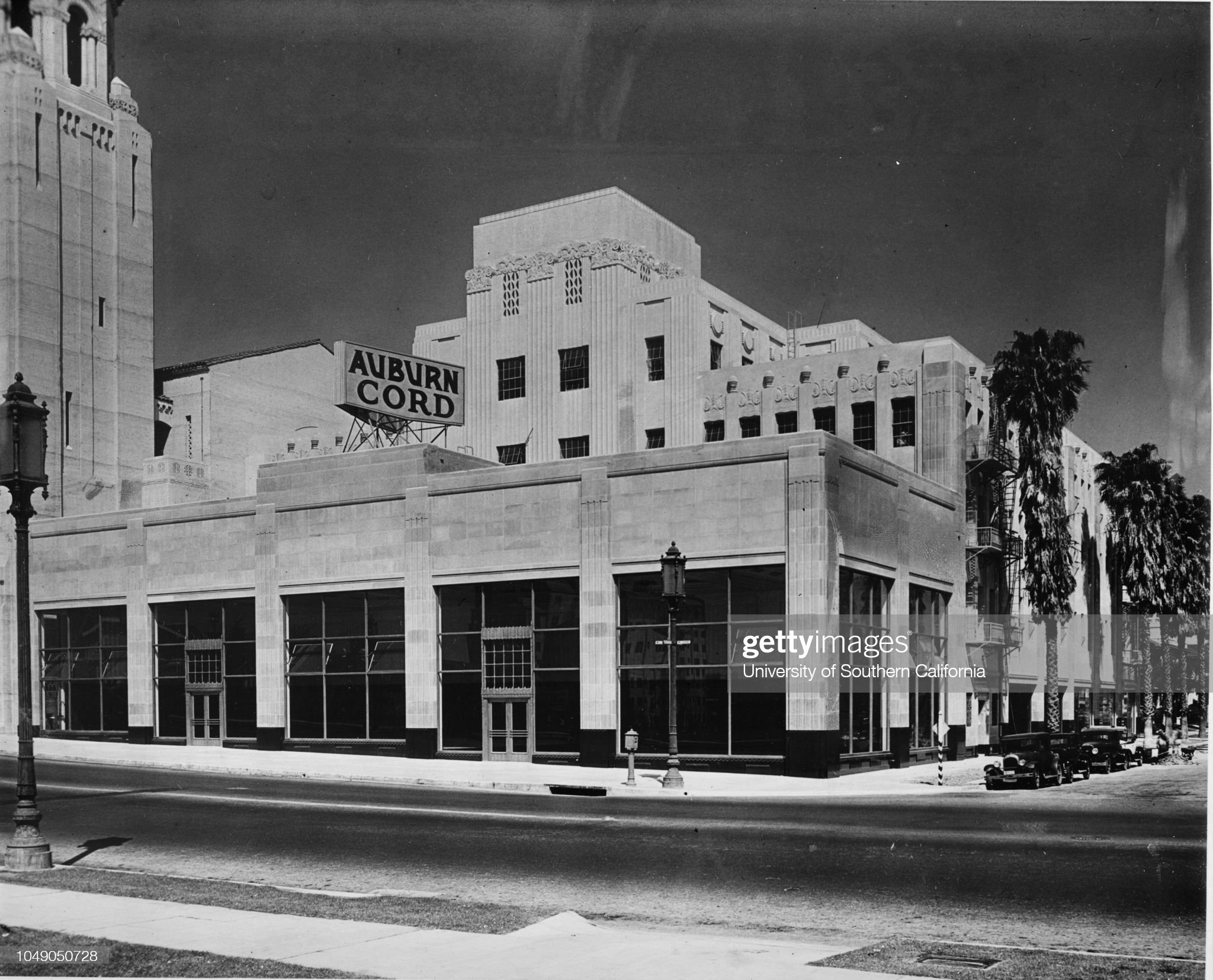 Auburn-Fuller Company building, Wilshire & Mariposa St., Los Angeles, 1932 : News Photo
