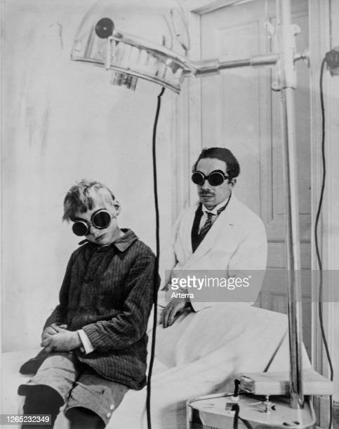 Photograph showing doctor and child patient with goggles during light therapy / phototherapy session in clinic.