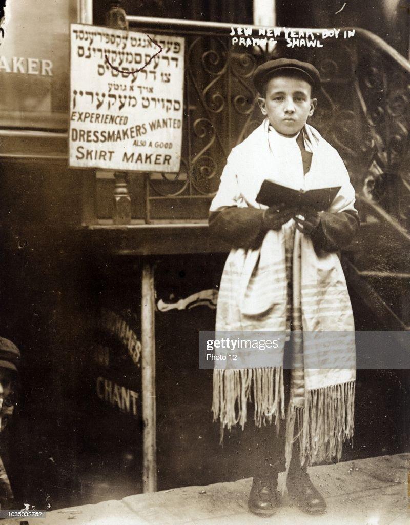 Young Jewish Boy. : News Photo