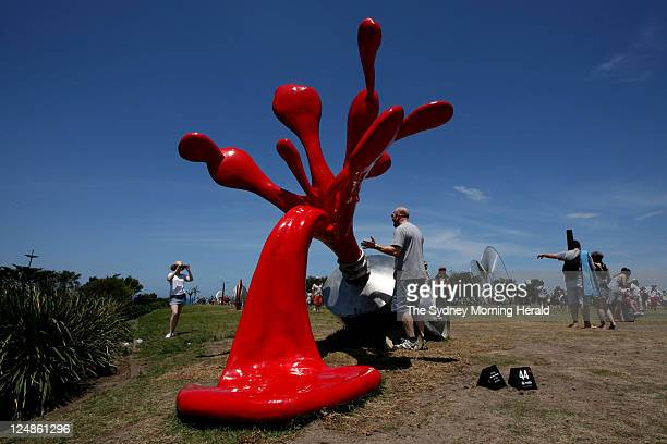 Photograph shows the 2010 kids choice award for Sculpture by the Sea. The artwork is called 'splash' by Tomas Misura.