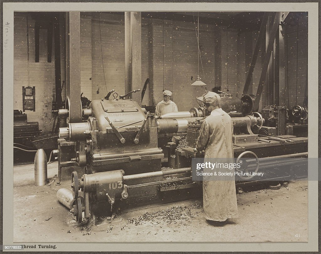 Thread turning, Cunard Munition Works, Liverpool, 1914-1918. : News Photo
