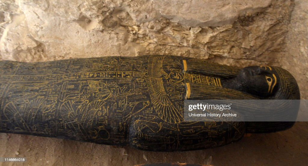 A tomb in the Draa Abul-Naga burial site. : News Photo