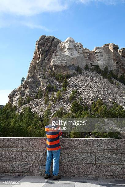 photographer at mount rushmore - terryfic3d stock pictures, royalty-free photos & images