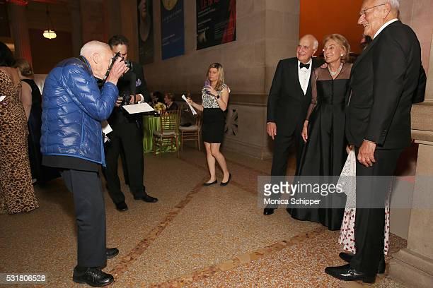 Photographer Bill Cunningham photographs Ken Langone Elaine Langone Robert I Grossman Elisabeth Cohen and Paolo Fresco during NYU Langone Medical...
