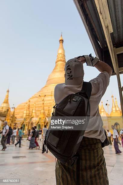 photographer capturing shwedagon pagoda - merten snijders stock-fotos und bilder