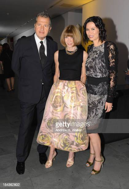 Photographer Mario Testino Editorinchief of American Vogue Anna Wintour and Wendi Murdoch attend WSJ Magazine's 'Innovator Of The Year' Awards at...