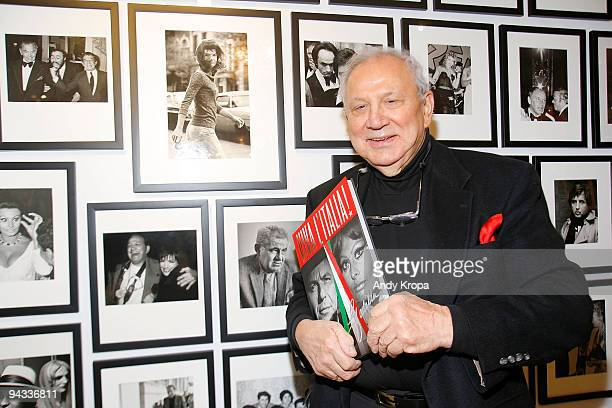Photographer Ron Galella attends the signing of his book 'Viva l'Italia' at Clic Bookstore Gallery on December 12 2009 in New York City
