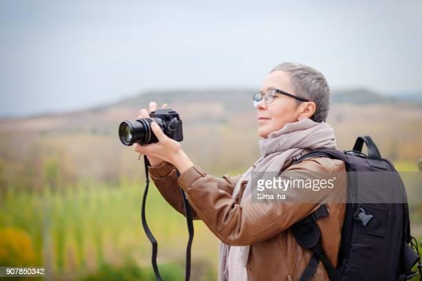 Fotógrafo a tomar fotos con la Rioja. España.