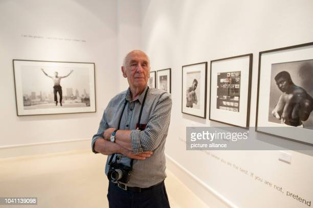 Photographer Thomas Hoepker poses at the exhibition 'Muhammed Ali' in Berlin Germany 14 August 2015 Photo Paul Zinken/dpa | usage worldwide
