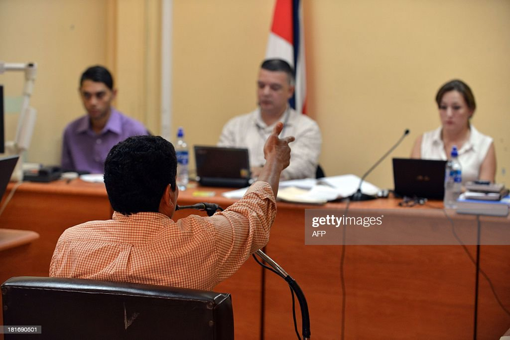 AFP photographer Yuri Cortez (back to the camera) explains in court in Puntarenas, 77 km southwest of San Jose how he was shot at by hired bodyguards during the marriage of Brazilian top model Gisele Bundchen and U.S. football player Tom Brady in Playa Santa Teresa in Puntarenas in 2004.