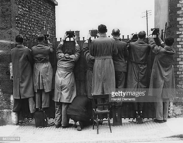 Photographers hoping for a juicy shot during the ongoing trial of Thomas Stillwell in Arundel Sussex September 1950 Stilwell is accused of the murder...