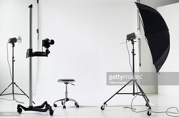 photographer's lights and camera - television camera stock pictures, royalty-free photos & images