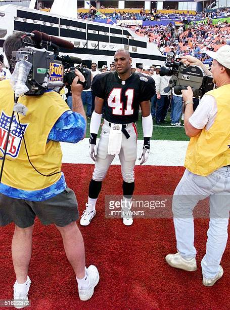 Photographers take pictures of Atlanta Falcons safety Eugene Robinson before the start of Super Bowl XXXIII 31 January at Pro Player Stadium in Miami...