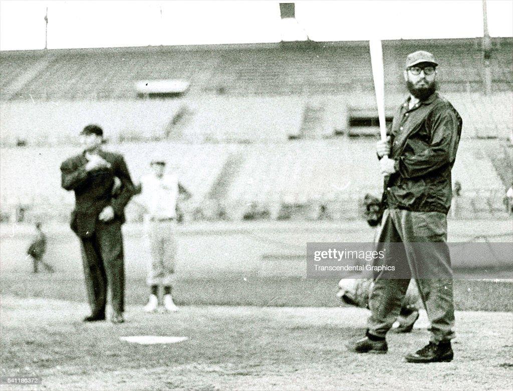 Fidel Castro Batting Pose : News Photo
