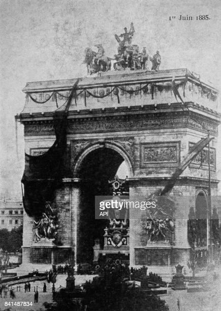 Photographie des funérailles de Victor Hugo exposition sous l'arc de Triomphe le 1er juin 1885 à Paris France