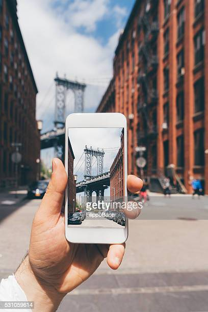 Photographing Manhattan Bridge in New York with Smartphone
