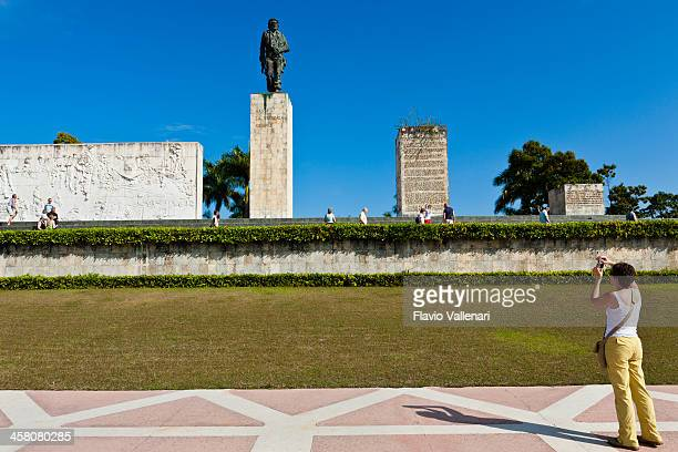 "photographing ""che"" memorial, santa clara - santa clara cuba stock pictures, royalty-free photos & images"