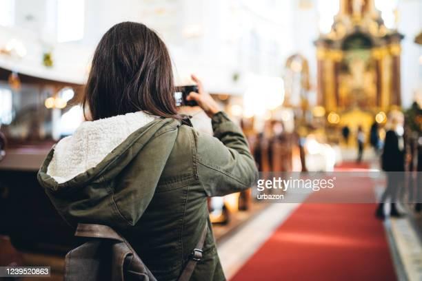 fotografando a missa religiosa - chapel - fotografias e filmes do acervo