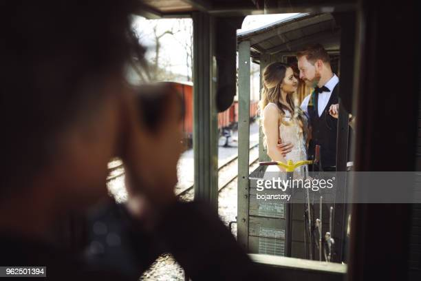 photographing wedding couple - photographer stock pictures, royalty-free photos & images