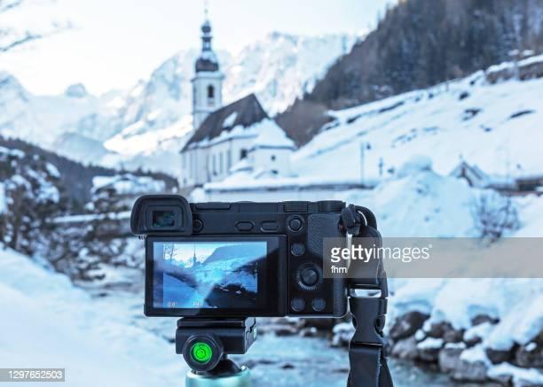 photography in bavaria at wi ntertime (berchtesgardener land, bavaria/ germany) - 三脚 ストックフォトと画像