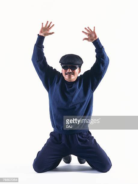 Photography of a surrendering burglar, Front View