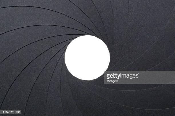 photography of circular aperture diaphragm - exactitude photos et images de collection