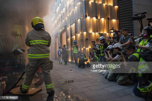 攝影記者和消防員在香港工作 - hong kong protest 個照片及圖片檔