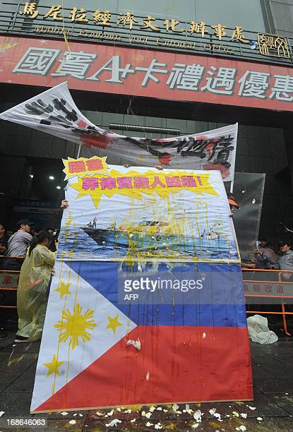Photos featuring the Philippine flag and the Filipino coastguard vessel involved in the shooting to death of a Taiwanese fisherman is hit with eggs...
