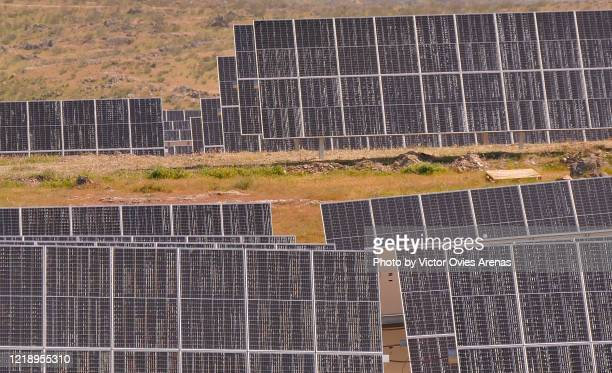 photovoltaic solar panels. solar power station in extremadura. - extremadura fotografías e imágenes de stock