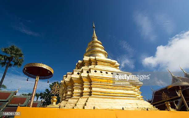 phradhatu sri chom tong temple - lifeispixels stock pictures, royalty-free photos & images