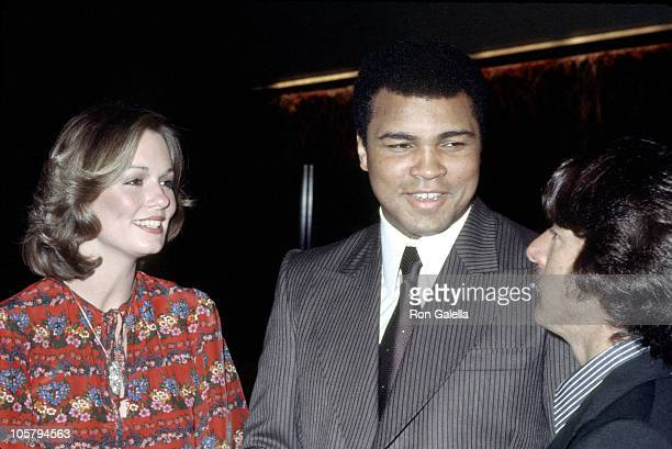 Phyllis George Muhammad Ali and Dustin Hoffman during 1977 Publicists Guild Awards at Bonaventure Hotel in Los Angeles California United States