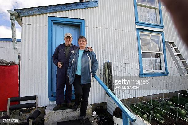 Phyllis y Rod Tuckwood who take care of the penguins and watch the place pose in front of their house the only one at Volunteer Point in the Falkland...