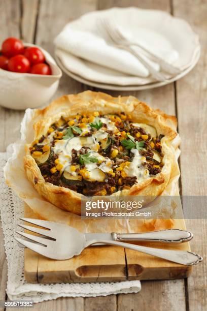 phyllo tart with beef, zucchini and corn - rua fotografías e imágenes de stock