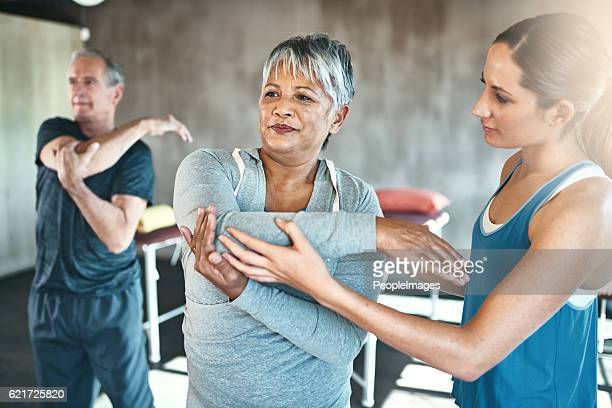 physical activity helps improve overall muscle health - alternatieve geneeswijzen stockfoto's en -beelden