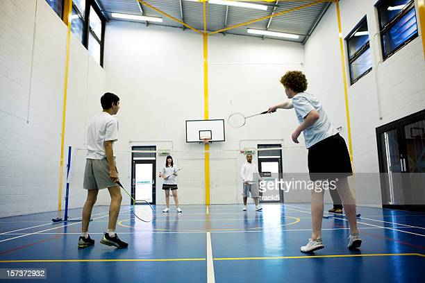 teenage Studenten: badminton
