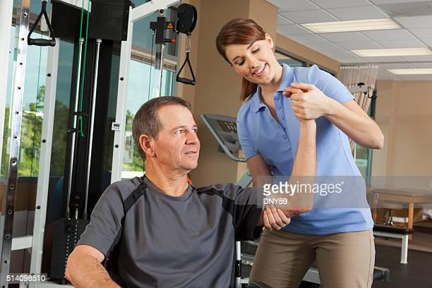 Physiotherapeutin Bewertung Bewegungsfreiheit von Patienten im Rollstuhl