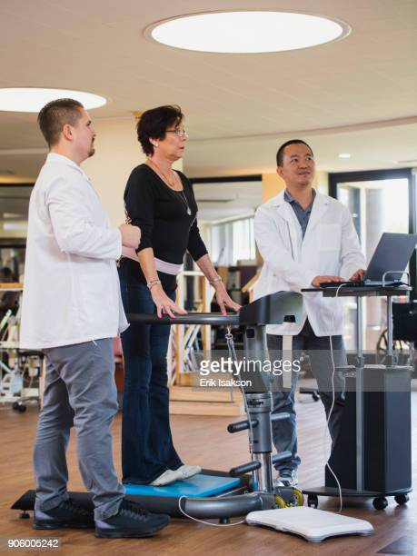 physical therapists examining patient - stress test stock pictures, royalty-free photos & images
