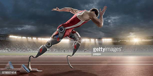 physically disabled athlete sprinting from blocks with artificial robotic legs - parte de - fotografias e filmes do acervo