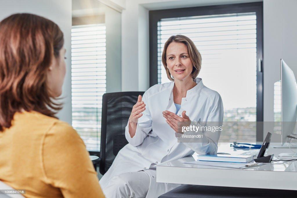 Physician patient talk : Stockfoto