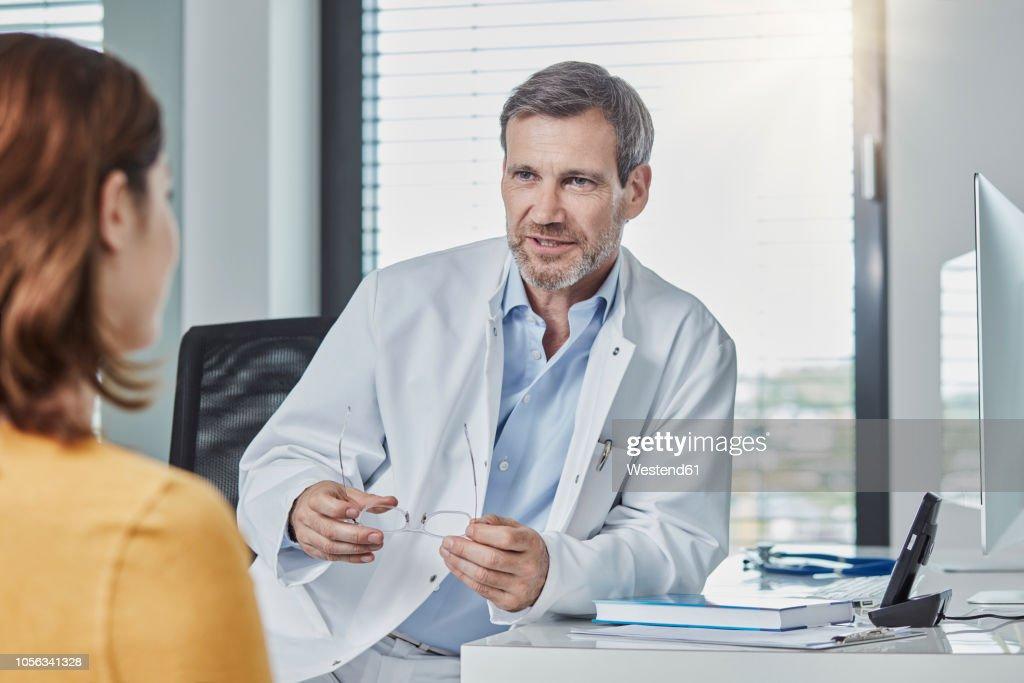 Physician patient talk : Stock-Foto