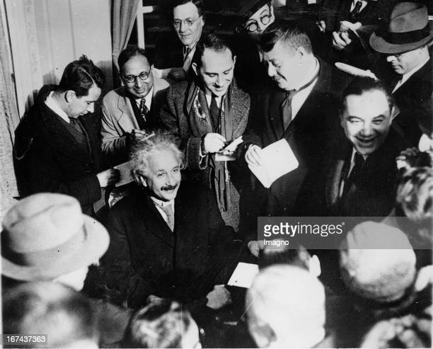 Physicist Albert Einstein at his arrival in New York with reporters About 1930 Photograph Der Physiker Albert Einstein bei seiner Ankunft in New York...