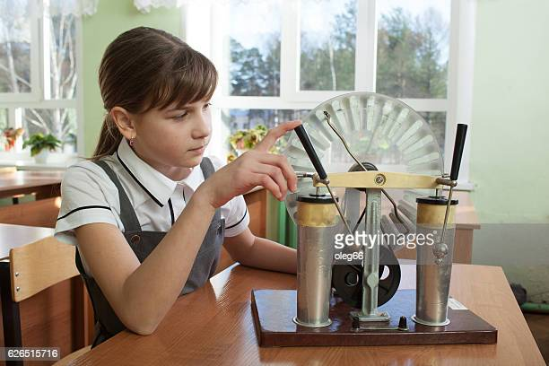 physics lesson at school - physics stock pictures, royalty-free photos & images