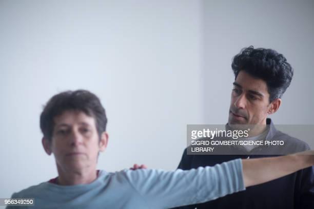 physiotherapy session - sigrid gombert - fotografias e filmes do acervo
