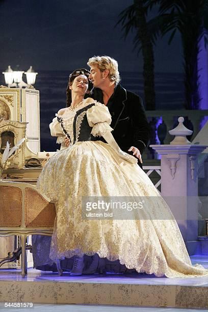 Pia Douwes Saengerin und der Moderator Florian Silbereisen singen eine Szene aus dem Musical 'Elisabeth' Generalprobe zur ARD Fernsehshow 'Das...