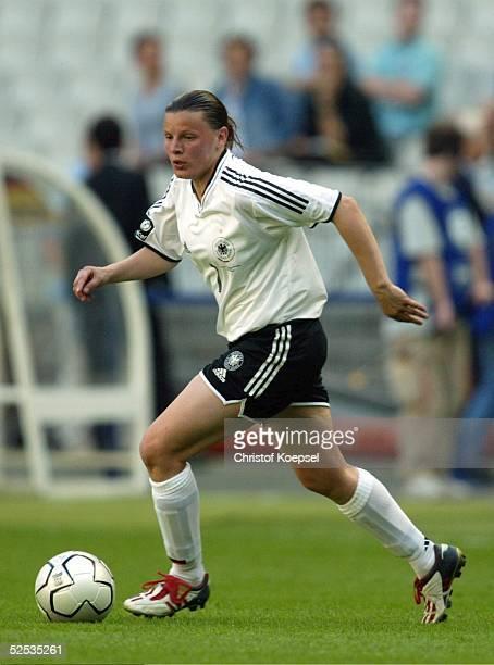 Fussball / Frauen 100 Jahre FIFA Paris Jubilaeumsspiel Deutschland Weltauswahl 23 Pia WUNDERLICH / GER 200504