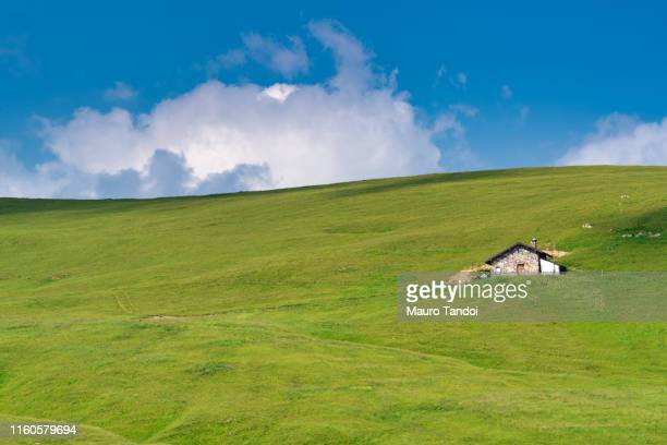 piani dell'avaro (avaro plateau), cusio, bergamo, italy - mauro tandoi stock pictures, royalty-free photos & images