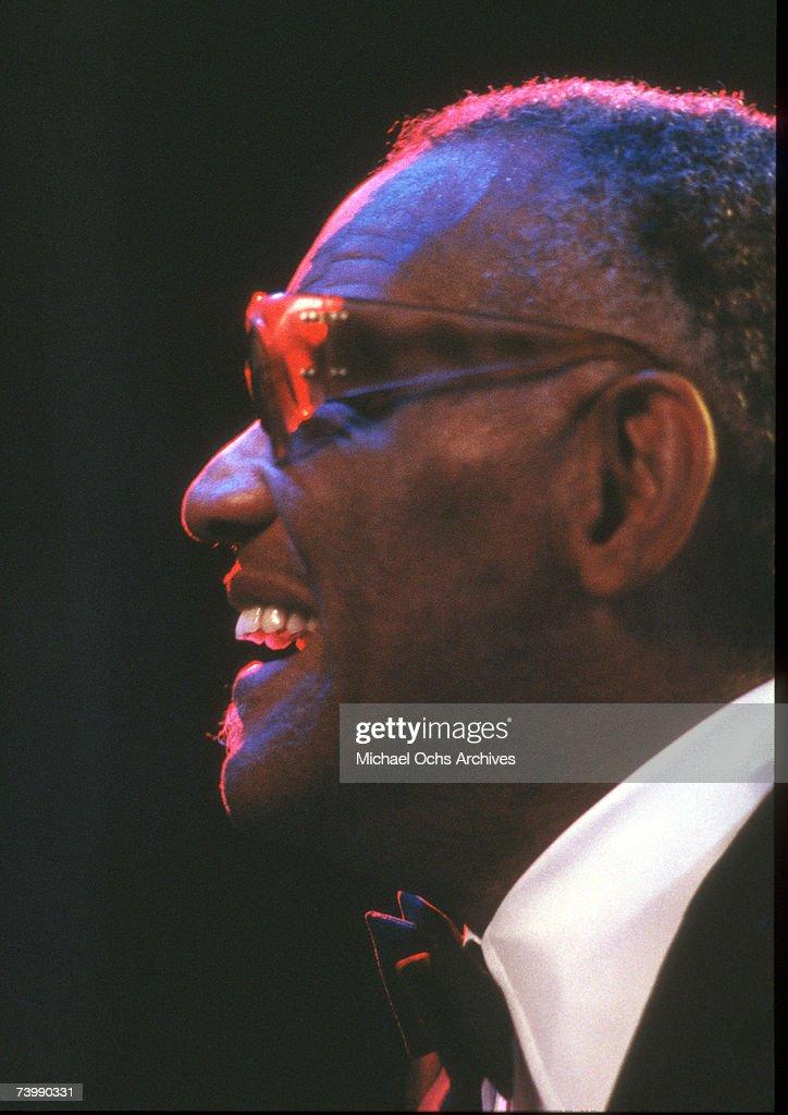 Ray Charles Performing : News Photo