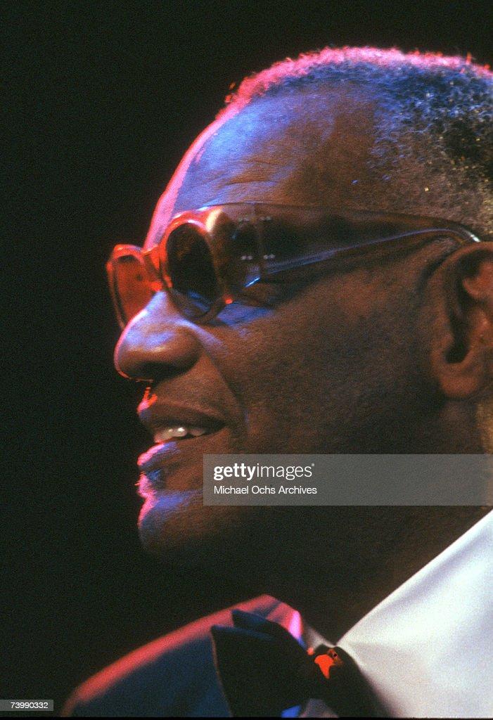 Ray Charles Performing : Fotografia de notícias